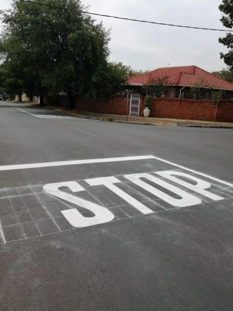 4 way Stop street Braeside/Hoylake intersection